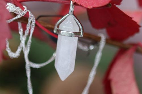 ciondolo di-quarzo bianco o cristallo di rocca